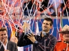 djokovic-with-streamers