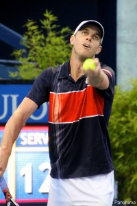 Sam Querrey serving