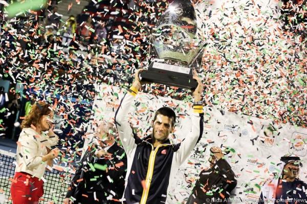 Djokovic with trophy 32