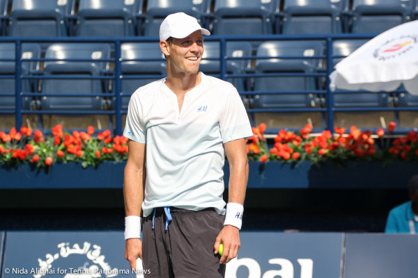 Berdych laughs at shank serve