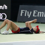 Cornet wins and falls on the ground