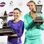 221 Dubai Halep and Pliskova with trophies-001