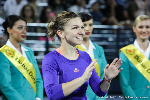 221 Dubai Halep at ceremony-001