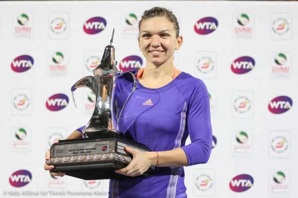 221 Dubai Halep with trophy-001