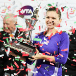 221 Dubai Halep with trophy and confetti-001