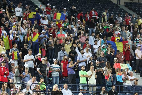 221 Dubai Romanian fans-001