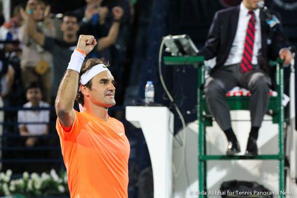 228 Federer celebrates with hand up-001