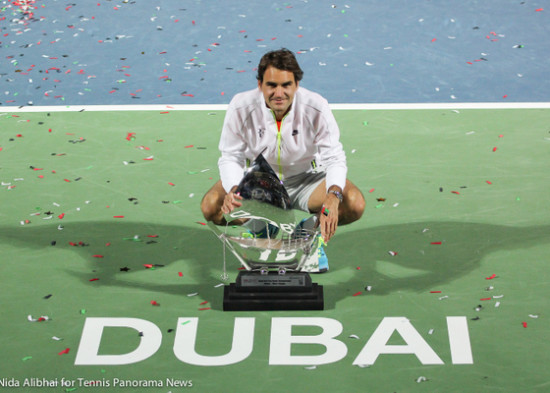 228 Federer with torphy in front of Dubai on court-001