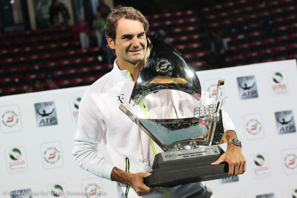 228 Federer with trophy-001