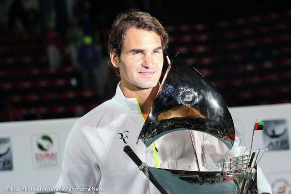 228 Federer with trophy 2-001