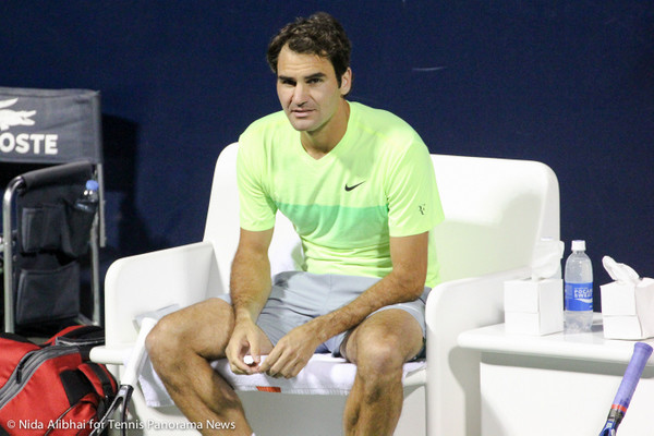 Federer at changeover-001