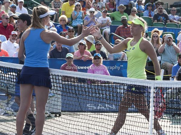 Svitolina and Kerber shake hands-001